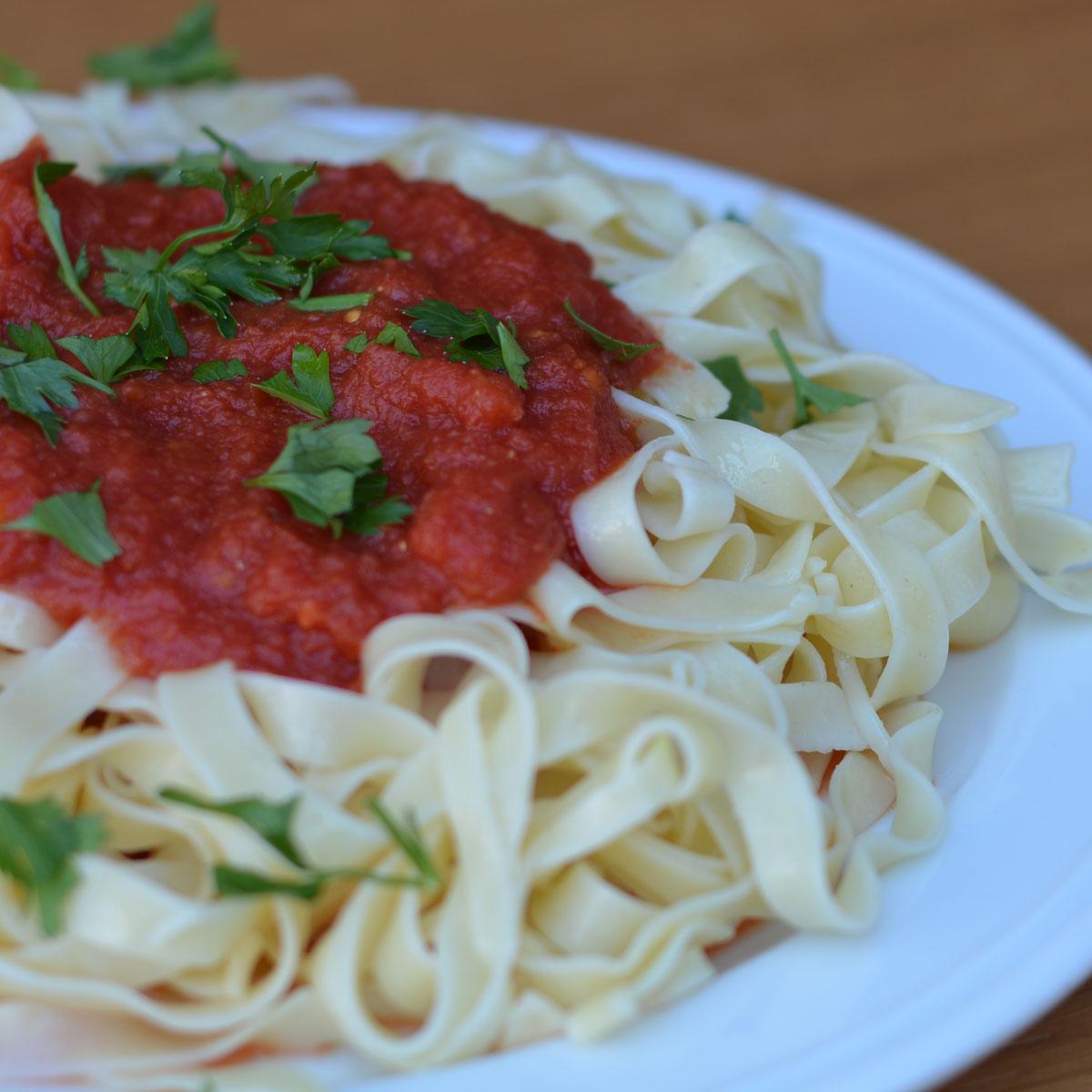 Ταλιατέλες με κόκκινη σάλτσα